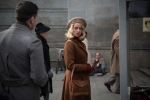 Hanni Levy (Alice Dwyer) outside a cinema – THE INVISIBLES – Courtesy of Greenwich Entertainment